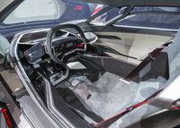 Cockpit eines elektrischen Audi Sportwagens auf der IAA