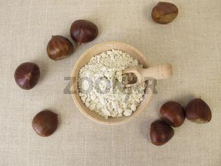 Glutenfreies Kastanienmehl aus Esskastanien, Maronen zum Backen von Brot, Keksen und Gebäck