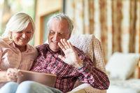Senioren Paar machen einen Video Chat