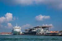 Blick auf den Kreuzfahrthafen in Venedig, Italien