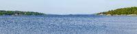 Blick über die blaue Ostsee Richtung Schären bis zum Horizont bei Västervik