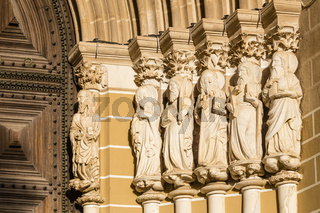 Marmorskulpturen der Apostel an der Kathedrale von Évora, Portugal, Gothic Apostles of the Cathedral of Évora, Portugal