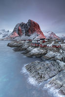 Hamnoy in Norwegen zum Sonnenaufgang