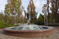 Herbststimmung im Kurpark - Brunnen spielender Neptun