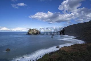 Küste bei der Insel San Juan de Gaztelugatxe im Baskenland, Europa