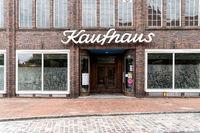 Ehemaliges Karstadt Kaufhaus in der Altstadt von Dömitz an der Elbe
