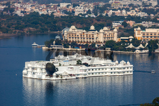 City Palace and Pichola lake in Udaipur