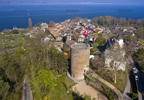 Hermance am Genfersee mit dem runden Wachturm der mittelalterlichen Burg, Kanton Genf, Schweiz