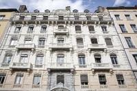 Fassade historischer Wohngebäude in Lyon, Frankreich
