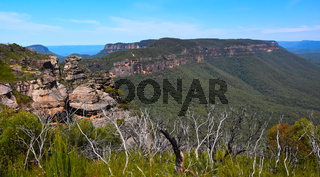 Scenic views of Narrowneck plateau which divides the Jamison and Megalong valleys in the Blue Mountains, Australia. In the foreground a rocky cliff known as Boars Head.