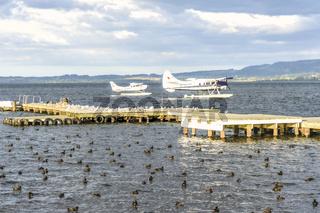 Wasserfluzeuge auf dem Rotorua See auf der Nordinsel von Neuseeland