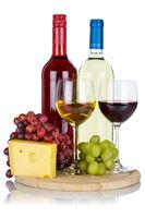 Wein Käse Weine Weißwein Weisswein Rotwein Weintrauben Trauben Hochformat isoliert Freisteller