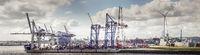 Panorama eines Containerterminals im Hafen von Hamburg
