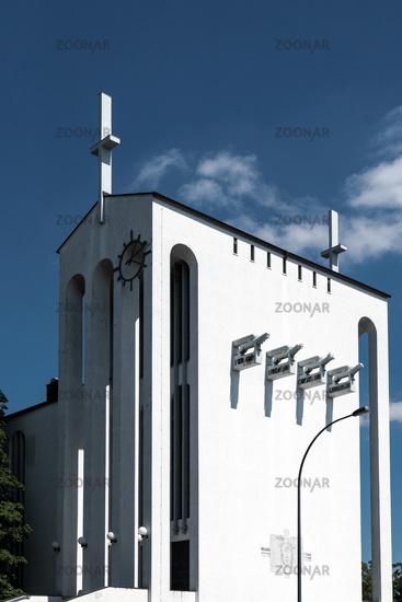 Kirche in einer Bauhaus Siedlung in Frankfurt