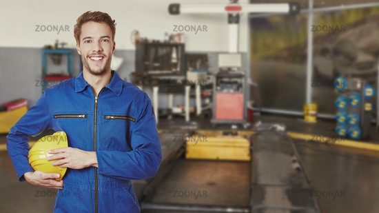 Mechatroniker in Ausbildung in KFZ Werkstatt