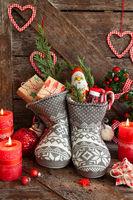 Stiefel mit Suessigkeiten und Geschenken