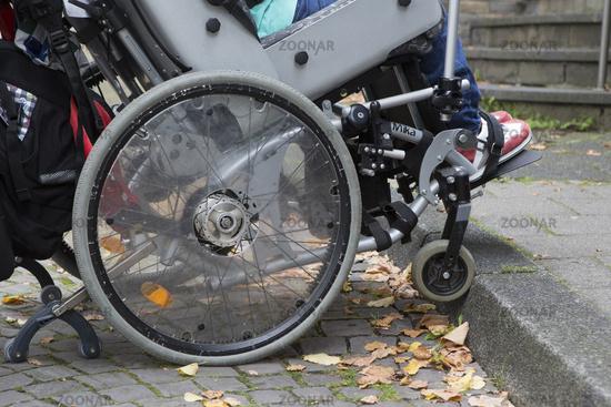 Menschen mit Behinderung, Bordsteinkante