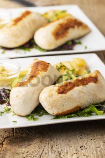 bayerische gegrillte Wollwurst mit Kartoffelsalat