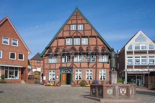 Färberhaus mit Marktbrunnen in Lütjenburg