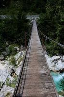 Slowenien, Hängebrücke am Fluss Soča im Nationalpark Triglav