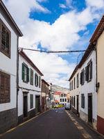 Gebäude und Straße in Funchal auf der Insel Madeira, Portugal