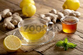 Heiß servierter Ingwer-Zitronen-Tee