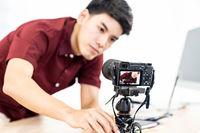 Vlogger blogger set up live camera
