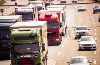 Viele LKWs auf der Autobahn