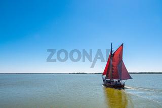Zeesboot auf dem Bodden bei Wieck