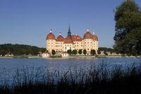 Jagdschloß Moritzburg bei blauen Himmel6