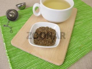 Eine Tasse Kümmeltee, Tee mit Kümmel