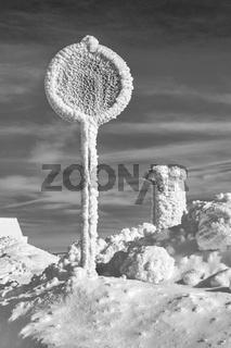 Winter im Erzgebirge - Das Verkehrszeichen