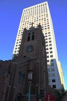 San Francisco, Katholische Old St. Mary´s Kirche vor Hochhaus