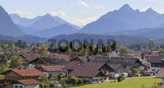 Wallgau im nördlichen Isartal, mit Karwendelgebirge