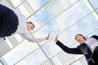 Geschäftsfrauen geben sich ein High Five