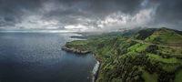 Luftaufnahme einer Küstenregion auf Sao Miguel