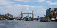 Mit dem Schiff auf der Themse zur