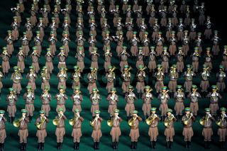 Pjoengjang, Nordkorea, Eine Militaer-Musikkapelle beim Arirang-Festival