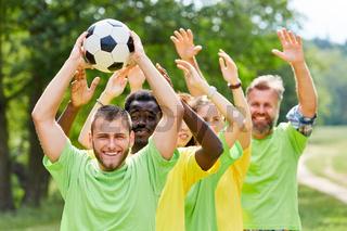 Gruppe als Mannschaft bei Teambuilding Event