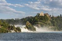 Rheinfall mit Schloss Laufen in Neuhausen am Rheinfall