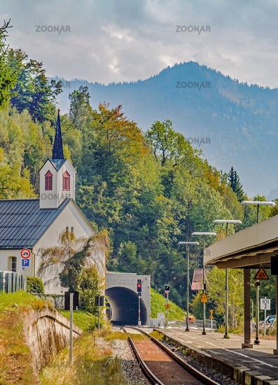Kapelle St. Martin und Bahnhof  Oberstaufen