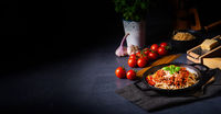 wholegrain spaghetti with tomato sauce and minced meat