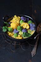 Blumenkohl Curry mit buntem Blumenkohl und Romanesco