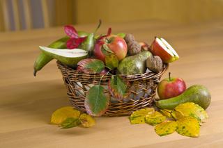 Bunter, herbstlicher Obstkorb