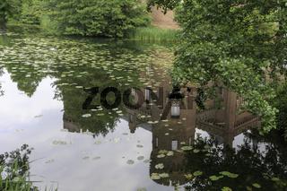 Spiegelung im Teich, Schloss Moyland, Kleve, Niederrhein, NRW