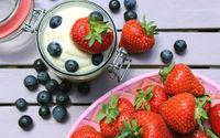 Quark mit Blaubeeren und Erdbeeren