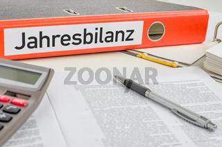 An orange folder with the label Annual balance - Jahresbilanz (German)
