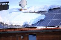 Dachlawine auf Solarzellen
