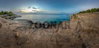 Luftaufnahme / Panorama eines Küstenabschnitts auf Mallorca