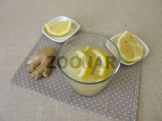 Kwas, selbst gemachtes Brotbier mit Ingwer und Zitrone